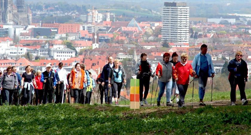 Inne dyscypliny, Spacer badawczy Pradze formie nordic walking! - zdjęcie, fotografia